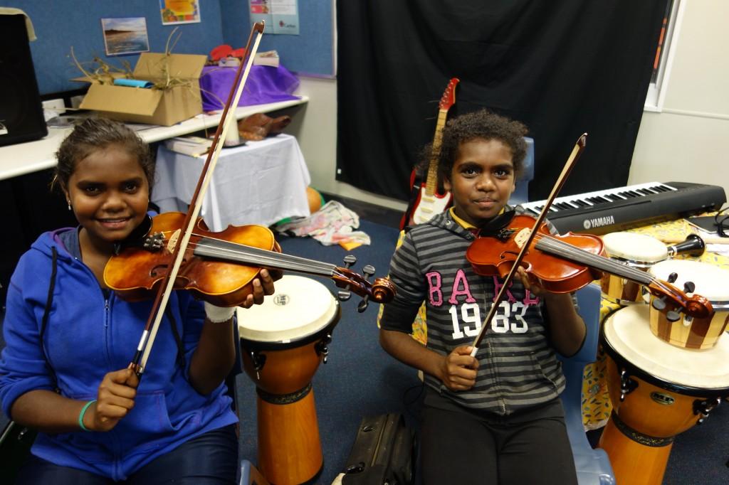 Smiling violinists, Djarindjin-Lombadina